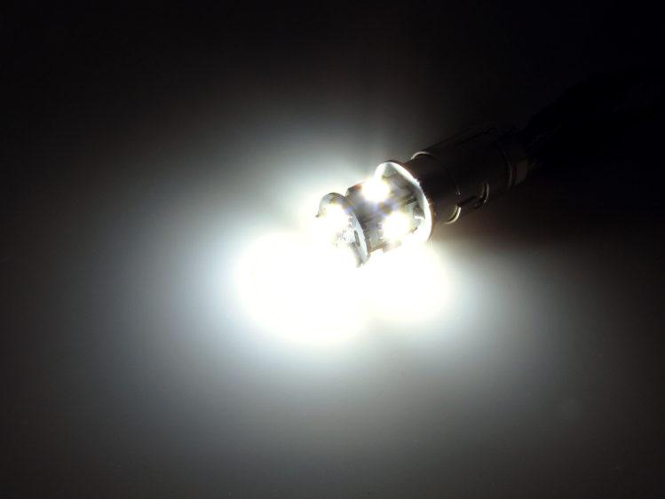 BA15s_-_R5W_-_R10W_LED_lampa_8x_SMDs_24V-4