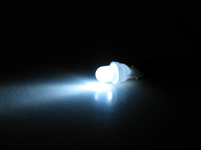 T10 W5W LED lampa med 1x frostad konvex LED för 12 V