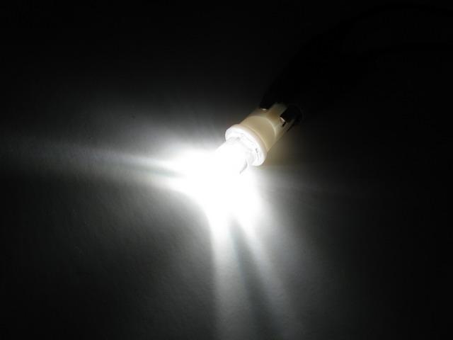 T10 W5W LED lampa med 1x konkav LED för 12 V & 24 V
