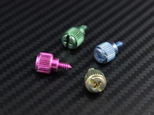 Tumskruv för chassi och PCI-kort med skruvspår